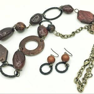 Set of neklace and earings, woody style